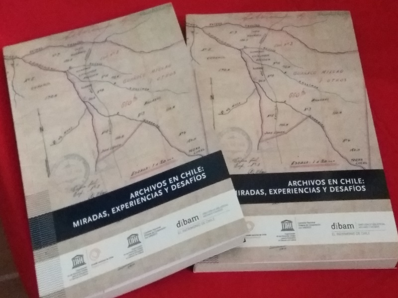Portada libro Archivos en Chile: miradas, experiencias y desafíos, Comité Memoria del Mundo Chile, UNESCO y DIBAM, Santiago, 2016.